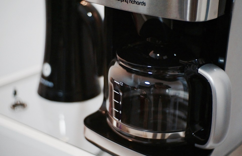 Your Complete Guide in Finding the Best Grind and Brew Coffee Maker in 2020